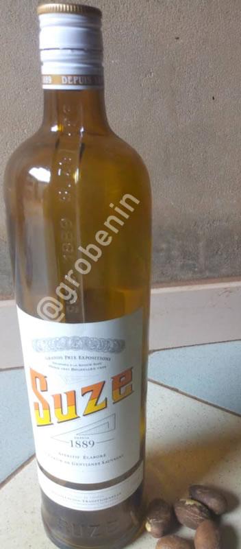SUZE produit à base du petit kola, de nom scientifique Garcinia kola, ou Ahowé en langue fon du Bénin.
